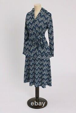 Vintage 1970s original blue 2 piece zig zag chevron suit skirt and jacket hood S